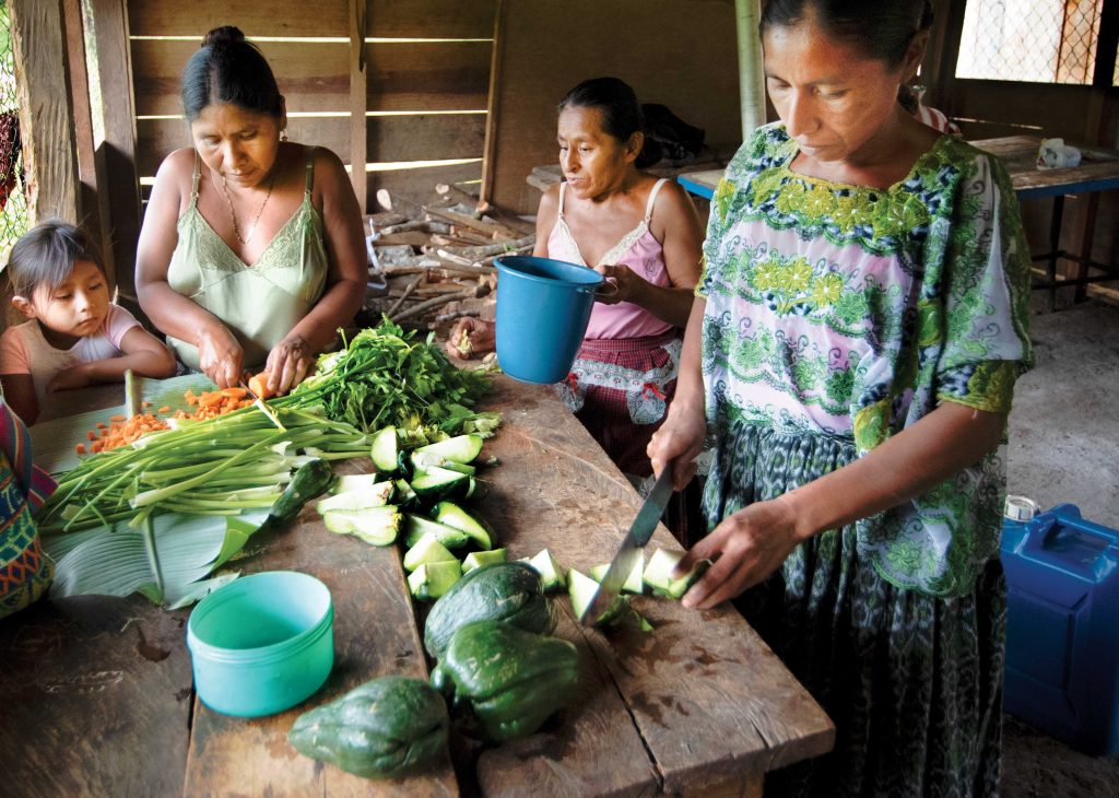 Photo of women cooking in Guatemala