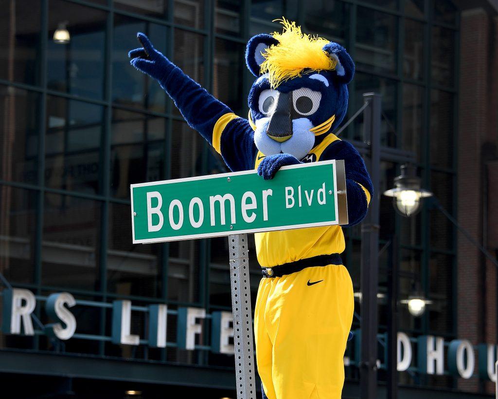 Indiana Pacers mascot, Boomer