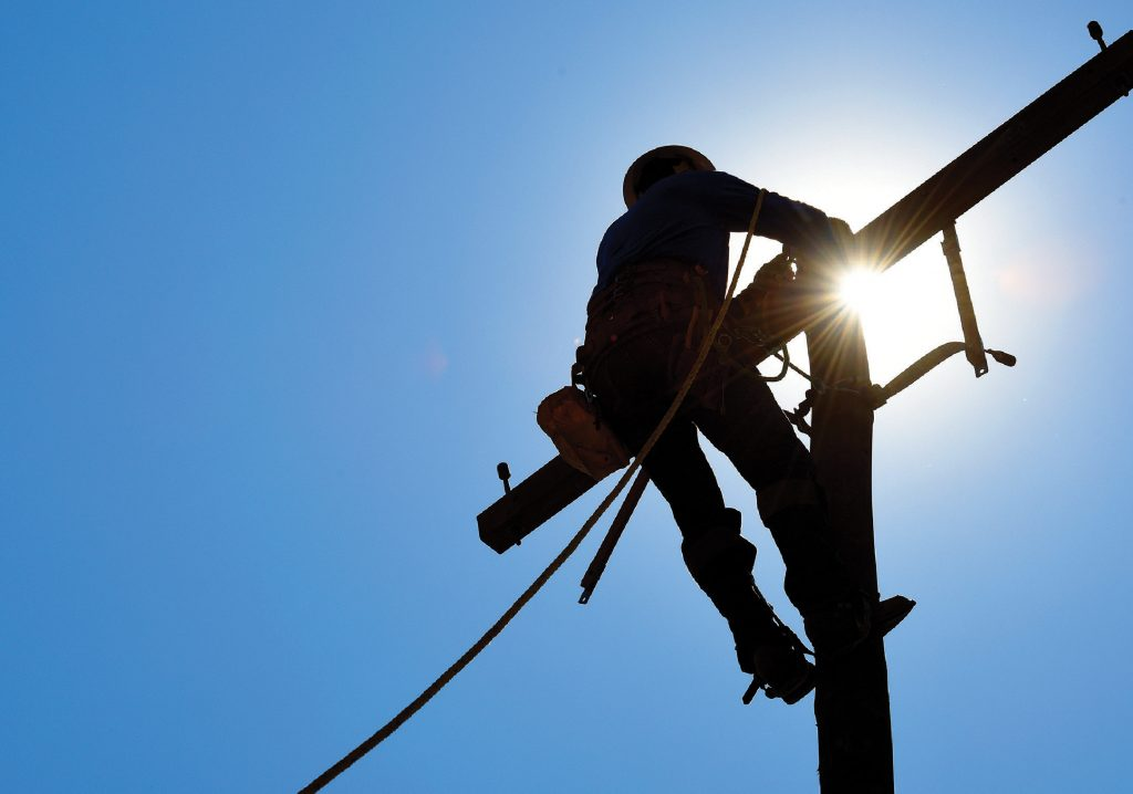 Photo of lineworker